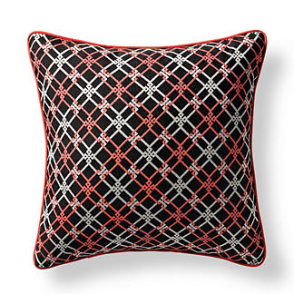 Crisscross Link Onyx Outdoor Pillow
