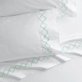 Resort Quatrefoil Pillowcases, Set of Two, in Mint