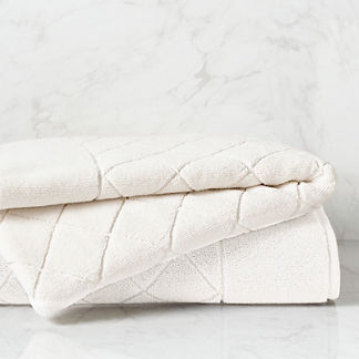Coastal Icon Resort Quilted Bath Towel