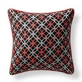 Crisscross Link Onyx Outdoor Pillow