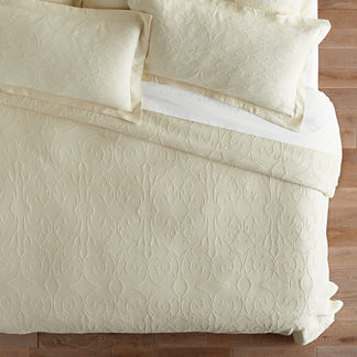 Delightful Resort Egyptian Cotton Flourish Matelassé Coverlet