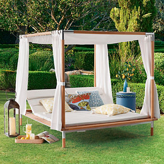 Antigua Canopied Daybed with Cushions