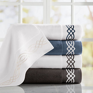 Resort Diamond Trellis Bath Towels