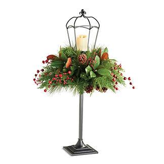 Magnolia Pine Berry Lamp Post